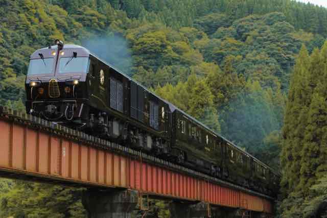 Train_Crossing_Bridge (1)