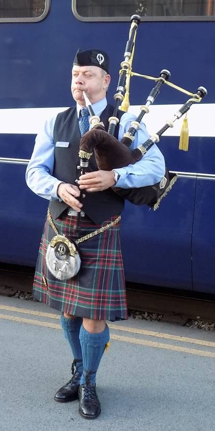 Bagpiper - Cropped