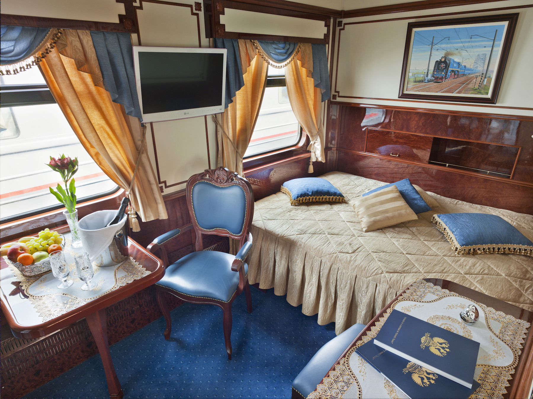 Imperial Suite no.1 - Fixed bed configuration (1).jpg