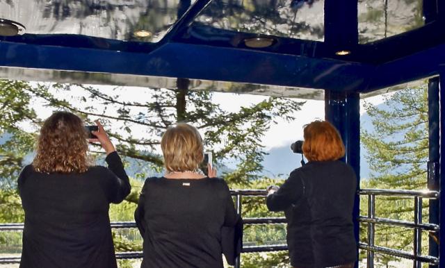 Rocky Mountaineer_GoldLeaf observation deck REV