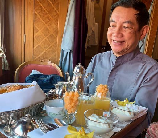 Attendant_Delivering_Breakfast_Smiling