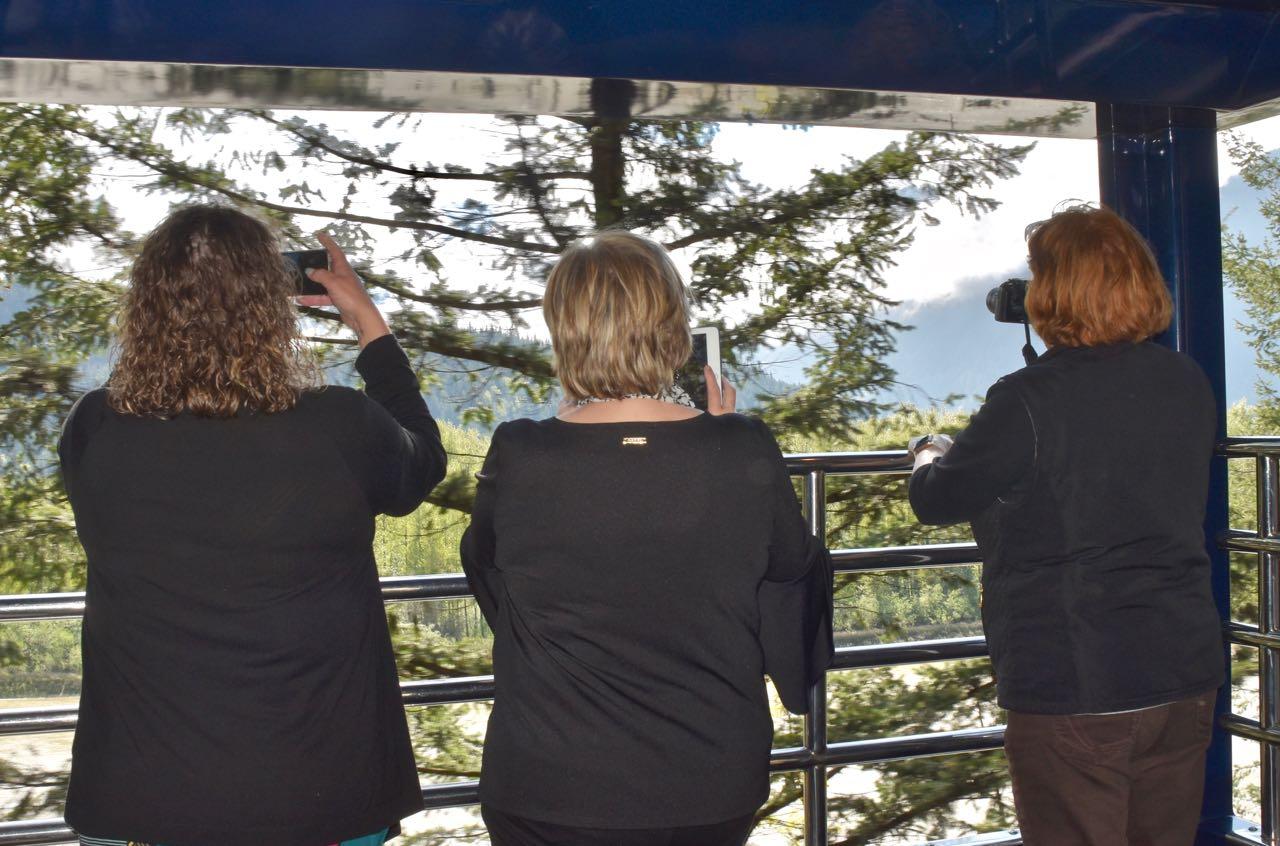 Rocky Mountaineer_GoldLeaf observation deck