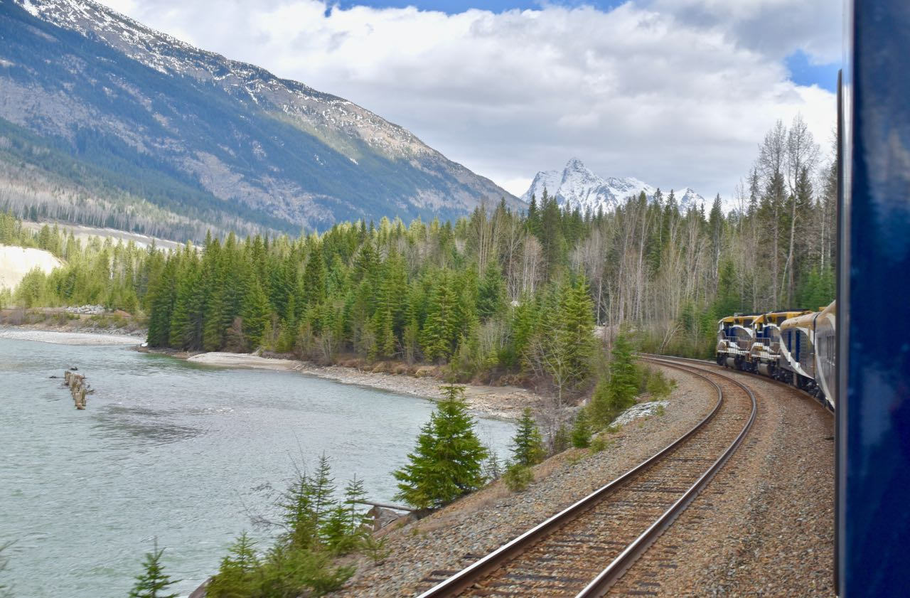 Rocky Mountaineer_River with train