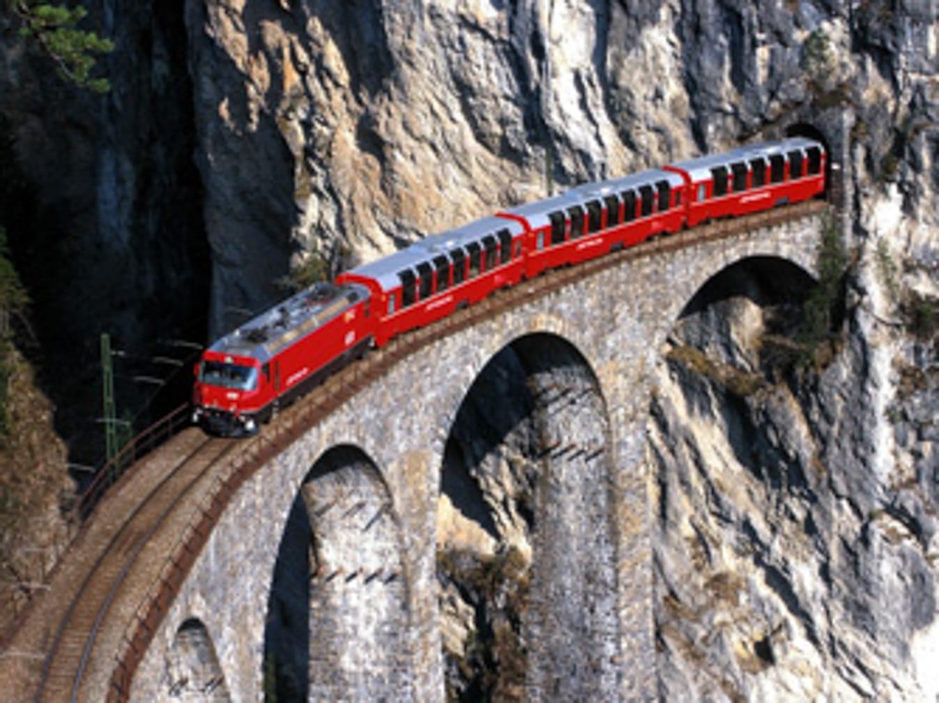 The Bernina Express in the Montebellocurve near Morteratsch. (Photo: Rhaetische Bahn; swiss-image.ch/Peter Donatsch)