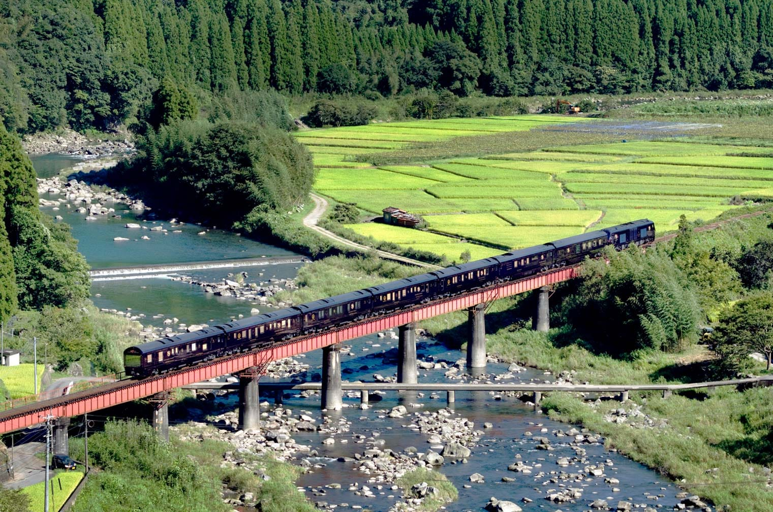 Kyushu Seven Stars train going over a bridge