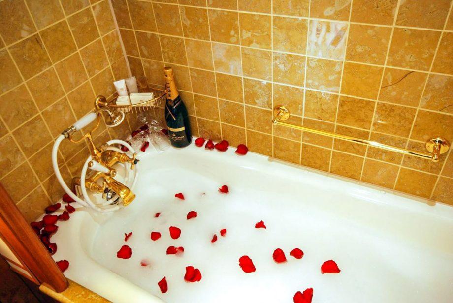 Luxury Suite Bathtub