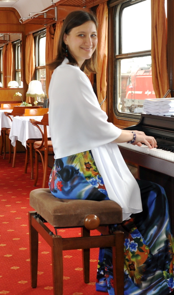 A pianist entertains in the Golden Eagle Danube Express lounge car. IRT Photo by Angela Walker